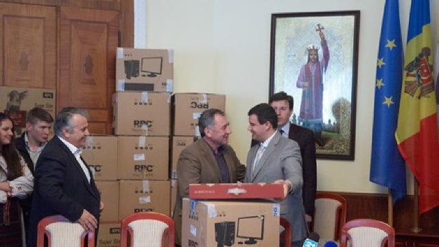 """DRP a donat 20 de calculatoare liceului """"Lucian Blaga"""" de la Tiraspol"""