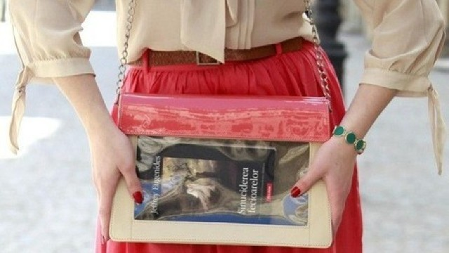Geanta care îți transformă cartea în bijuterie