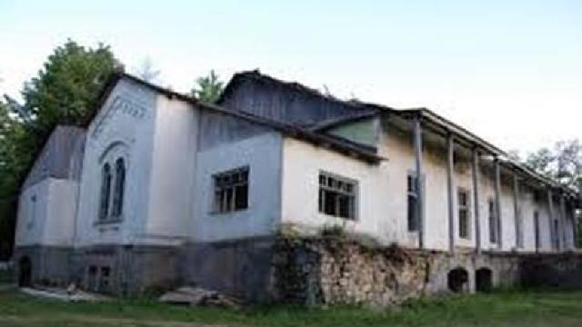 Soluțiile autorităților pentru salvarea conacului din Zberoaia
