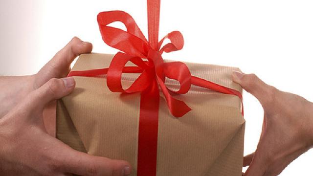 """""""Ați câștigat un cadou!"""" (Ziarul de Gardă)"""