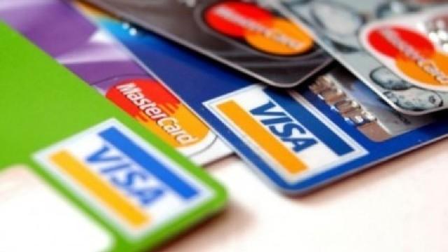 Tot mai mulți cetățeni ai Republicii Moldova dețin carduri bancare