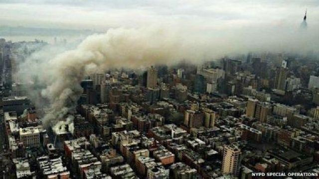 Incendiu la New York: Trei clădiri s-au prăbuşit (FOTO/VIDEO)