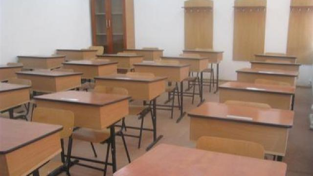 Elevii, începând cu clasa a V-a, vor purta obligatoriu măști de protecție în instituțiile de învățământ din Chișinău, inclusiv, la lecții