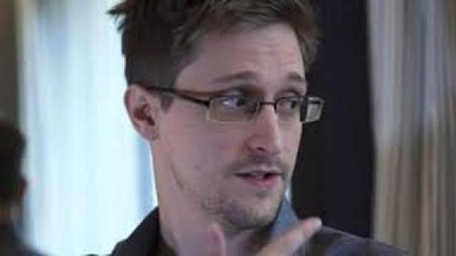 Avocat | Serviciile de informații ruse au încercat fără succes să-l recruteze Edward Snowden