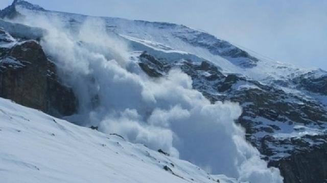 Zăpadă depăşeşte un metru în zona turistică Bâlea Lac. Risc de avalanșe