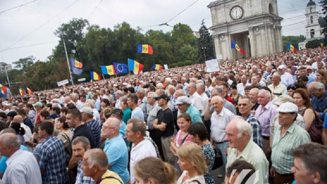 """Zeci de mii de persoane participă la protestul organizat de Platforma Civică """"Dreptate și Adevăr"""""""