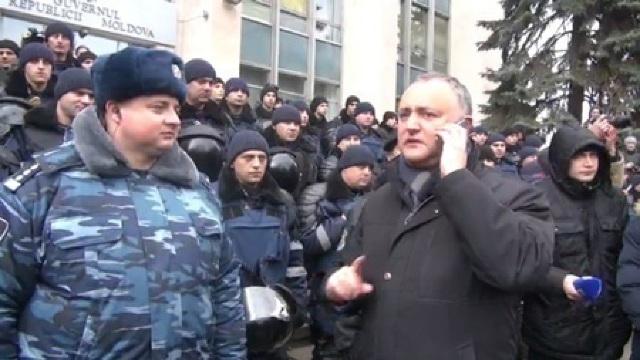 PROTEST PSRM: Sute de polițiști păzesc Guvernul