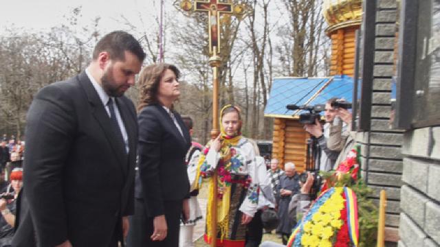 Sute de persoane au comemorat victimele masacrului de la Fântâna Albă