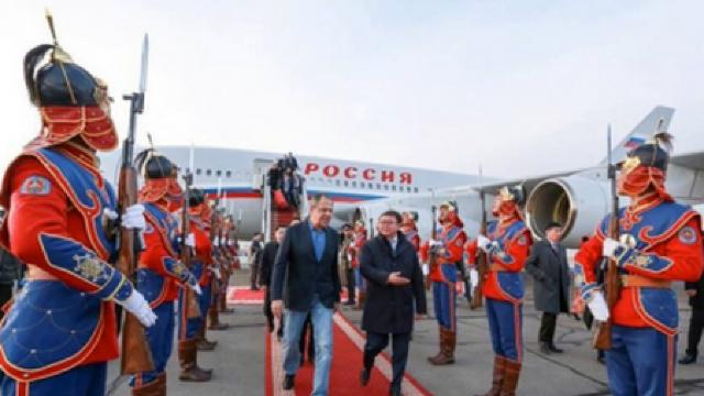 Serghei Lavrov a apărut în blugi pe covorul roșu (FOTO/VIDEO)