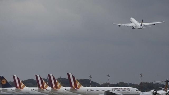 Controlorii de trafic aerian din Italia au anunţat grevă