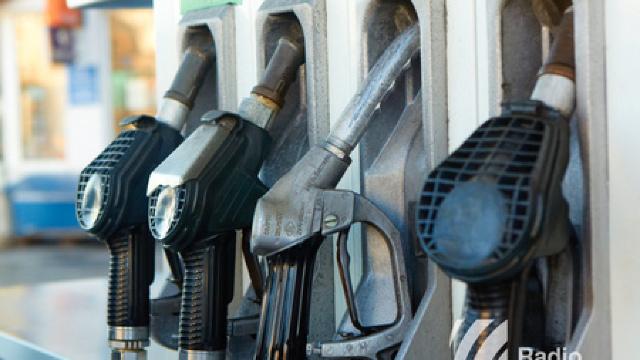 Noi prețuri la carburanți | Benzina se ieftinește, iar motorina se scumpește
