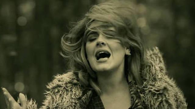 Adele negociază un contract record cu casa de discuri Sony
