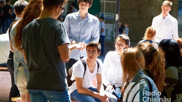 Cum pot tinerii din R.Moldova să aplice la studii universitare în România