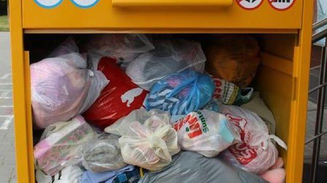 "Campania ""Banca de haine"": Diaconia a colectat peste 3 tone de haine"