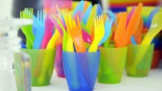 Agenția Europeană de Mediu: Consumul de petrol pentru fabricarea de obiecte plastice va crește de trei ori până în 2050