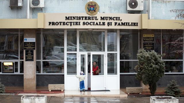 """""""Telefonul Copilului"""" // Ministerul Muncii acuză ONG-utile de implicare politică"""