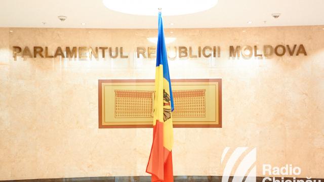 Comisia parlamentară a avizat negativ proiectul de lege care prevede modificarea denumirii limbii de stat în Constituție