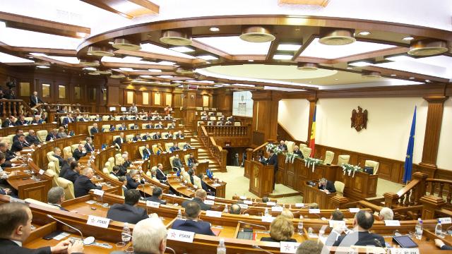 Socialiștii și comuniștii au părăsit ședința Parlamentului