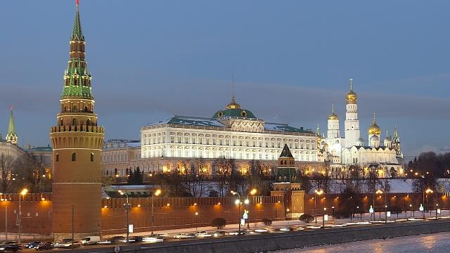 Rusia   Alegerile se apropie, partidul pro-Kremlin își diversifică tertipurile pentru a-și asigura victoria