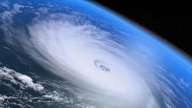 Una dintre cele mai dezastruoase catastrofe naturale de pe Terra. Ce este un uragan și cum se formează?