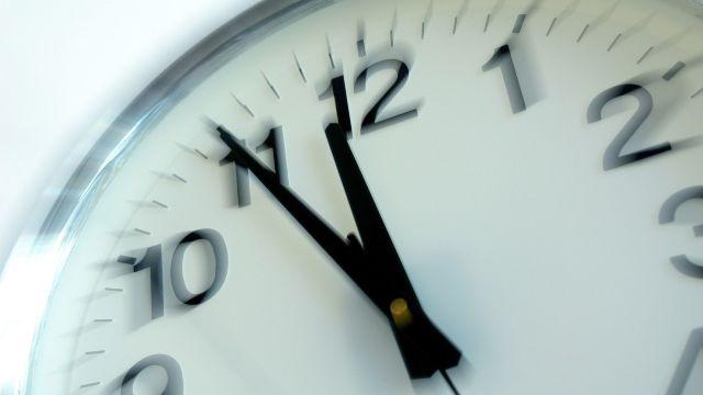 Atenție, la noapte se schimbă ora! Ne așteaptă cea mai lungă noapte din acest an