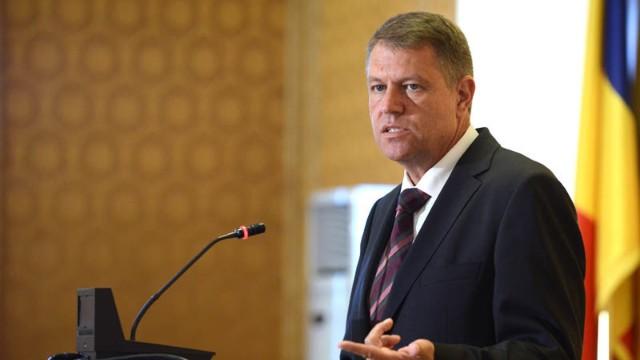 Klaus Iohannis sesizează Curtea Constituțională cu privire la legea pentru eliminarea celor 102 taxe