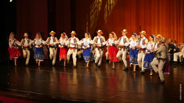 Ziua Națională a României, sărbătorită în întreaga lume: Concerte, expoziții și o colecție vestimentară inspirată de ie