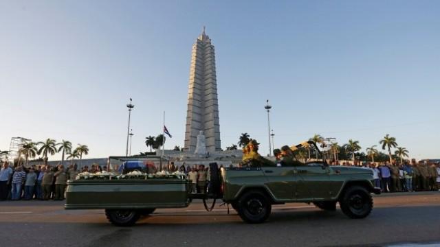FOTO | Convoiul funerar a lui Fidel Castro
