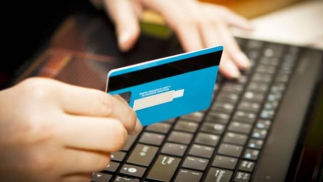 Numărul achitărilor prin intermediul cardurilor a crescut cu peste 50%