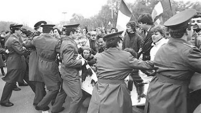 FOTO/VIDEO | 7 Noiembrie 1989, ziua în care basarabenii au oprit tancurile sovietice la Chișinău