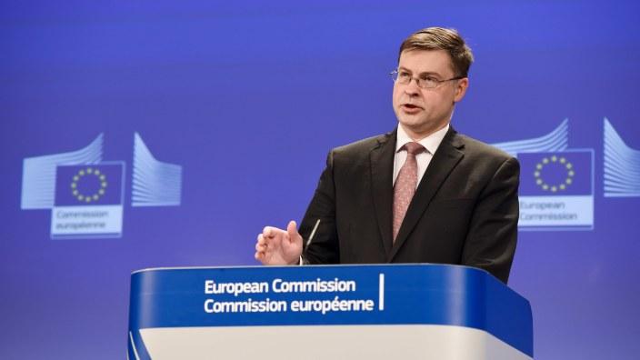 Reacția UE după ce președintele Franței a anunțat mărirea salariului minim cu 100 de euro