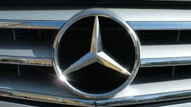 Mercedes ar putea deveni în 2016 lider pe piața automobilelor de lux