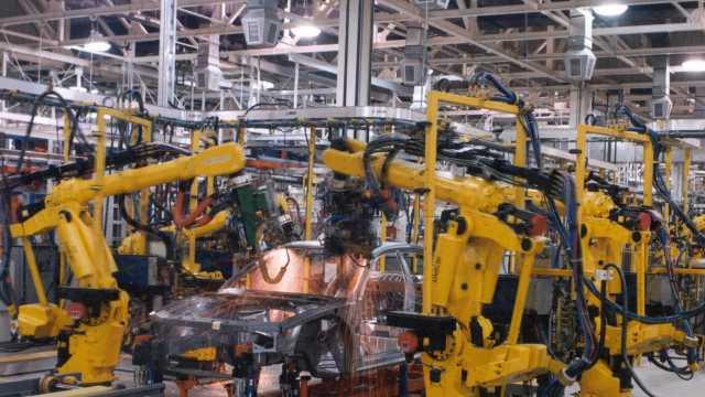 Donald Trump cere producătorilor auto să construiască noi fabrici în Statele Unite