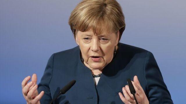 Merkel spune că nu există nicio justificare pentru comparația cu regimul nazist făcută de Erdogan