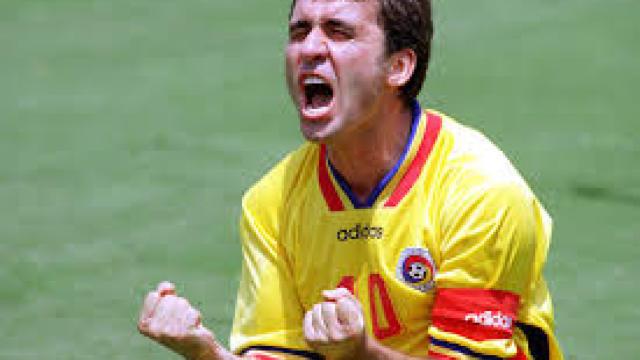 Gheorghe Hagi, cel mai titrat fotbalist român, împlineşte 52 de ani