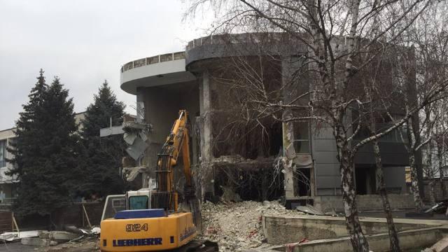 VIDEO | Autoritățile demolează o construcție neautorizată din sectorul Râșcani al Capitalei