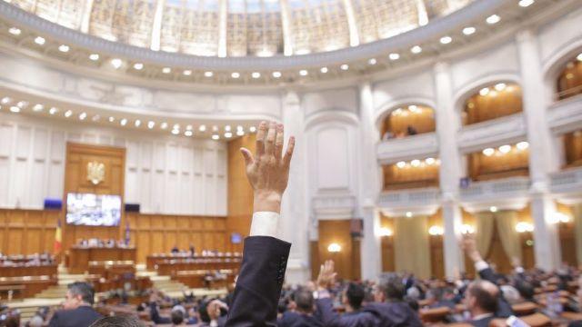 Parlamentul României a adoptat o declarație în care Klaus Iohannis este acuzat de