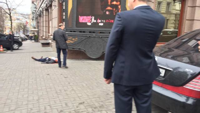 Un fost deputat rus, împușcat mortal la Kiev. Petro Poroşenko l-a convocat de urgenţă pe şeful SBU
