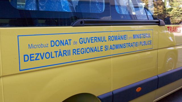 România donează Republicii Moldova 96 de microbuze pentru transportul elevilor