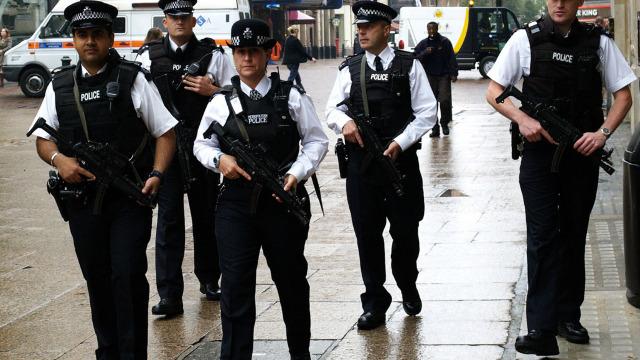 Operațiune antiteroristă în Londra   Poliția a reținut trei femei