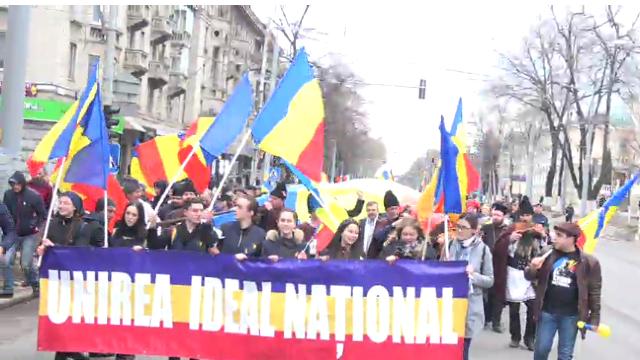 La Chișinău are loc un marș al tricolorului, dedicat Unirii Basarabiei cu România (VIDEO)