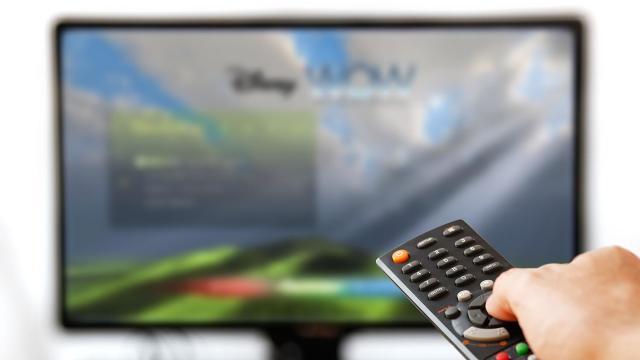 Scade numărul clienților serviciilor TV prin cablu