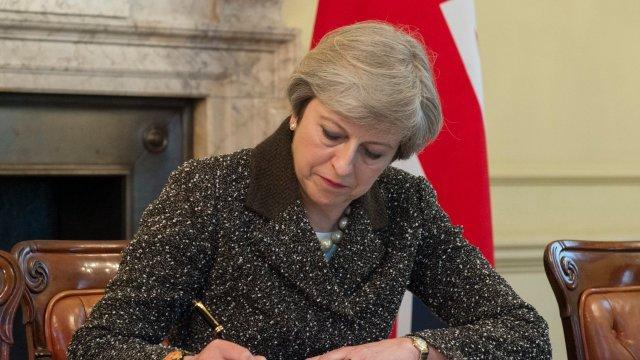 Parlamentul Marii Britanii votează, astăzi, propunerea premierului de organizare a alegerilor anticipate