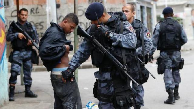 Incident armat între poliţia braziliană şi membri unei bande