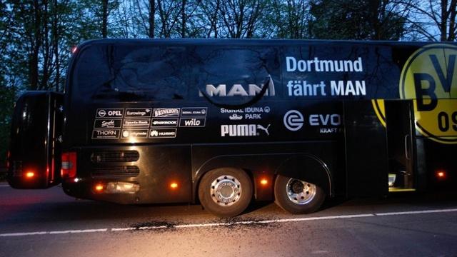 Autocarul echipei Borussia Dortmund a fost vizat de trei explozii înaintea meciului din Liga Campionilor