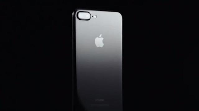 Apple lansează astăzi un iPhone de lux, la zece ani de la lansarea pe piață a primului smartphone