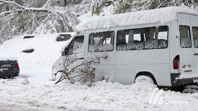 Cinci microbuze pentru pasageri au fost scoase astăzi de pe rute