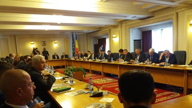 """Peste 100 de senatori și deputați din România au constituit grupul """"Prietenii Unirii"""""""