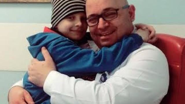 Peste 20.000 de români l-au ajutat pe un băiat de 8 ani din R.Moldova să învingă CANCERUL