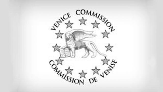 Ignorarea recomandărilor Comisiei de la Veneţia, calea spre dictatură (Revista presei)